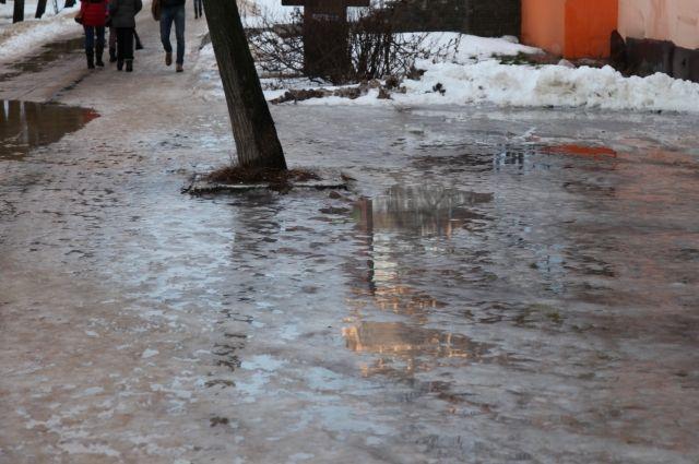 Крымчан ожидает сильный ветер, мокрый снег игололедица