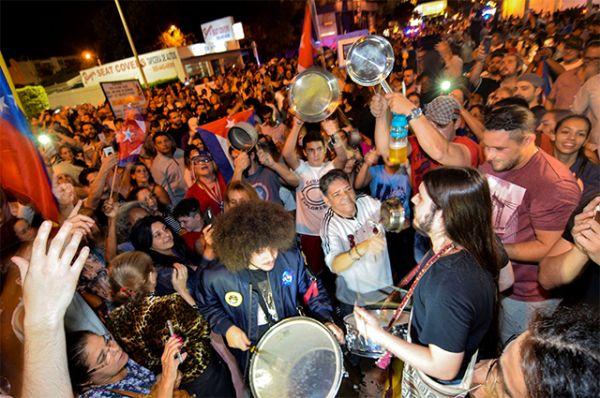 Праздник по случаю смерти Кастро в Майами.