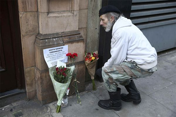 У посольства Кубы в Лондоне.