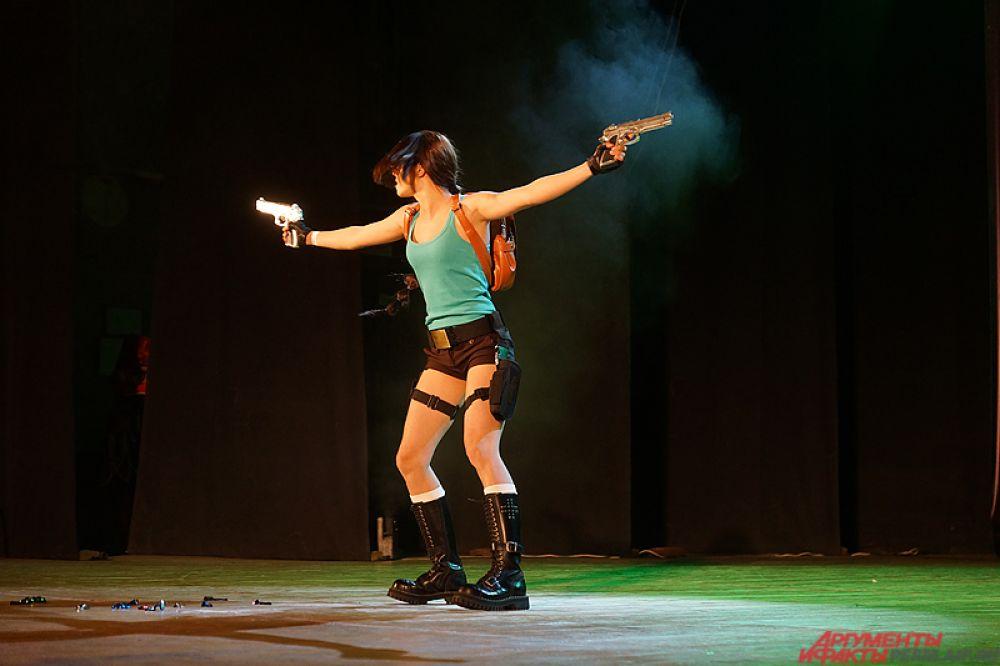 Образ Лары Крофт из популярной игры и кинофильма.
