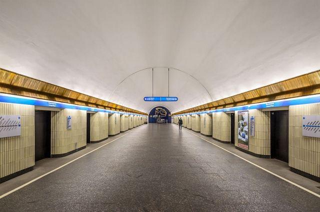 ВПетербургском метро словили голую женщину