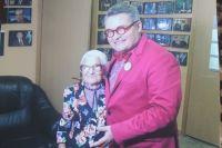 С историком моды Александром Васильевым пенсионерка встречается уже не в первый раз.
