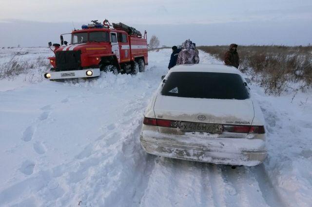 Дорогу сильно замело снегом