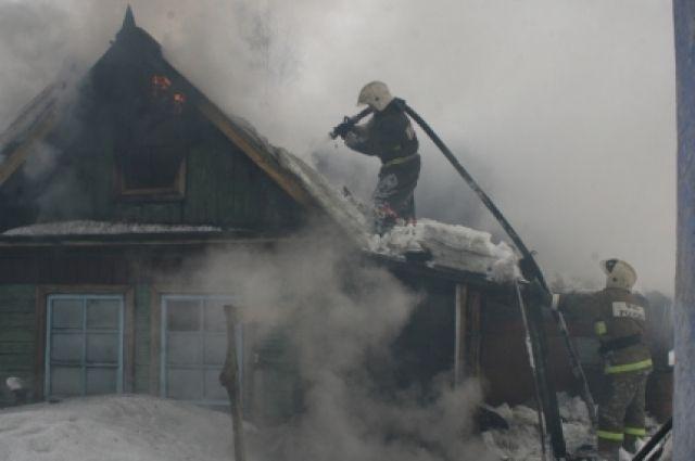 Огнеборцы справились с возгоранием за 10 минут.