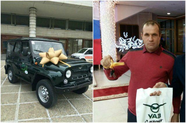 Алексей Пегов и его награда.
