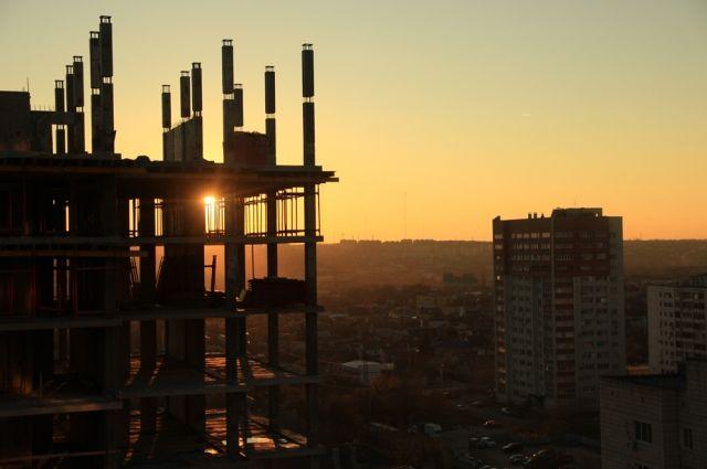 Строительство жилья в Омске не прекращается.