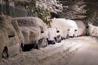 За ночь выпало много снега, на дорогах гололёд.