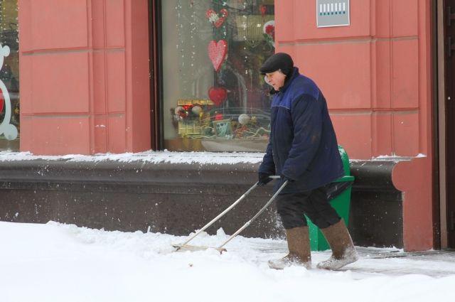 С начала сезона на отвалы вывезено 264 000 кубометров снега, в прошлом году за аналогичный период - 34 000 кубометров снега.