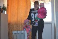 Анастасия Ларина уже не знает, как согреть двух маленьких дочек.