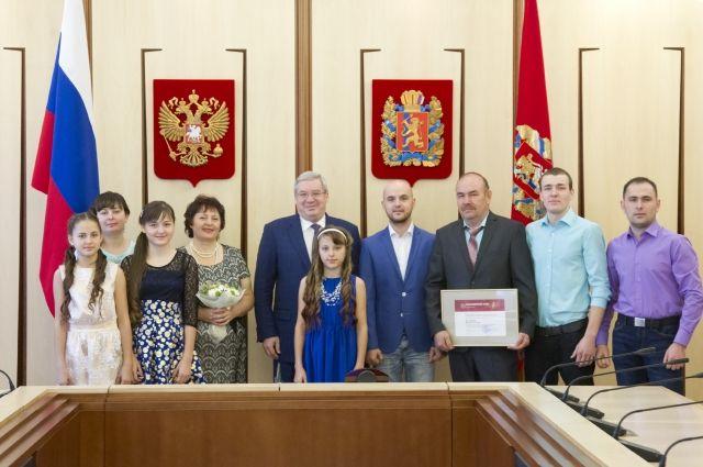 Семья Кудрявцевых на приеме у губернатора края Виктора Толоконского.