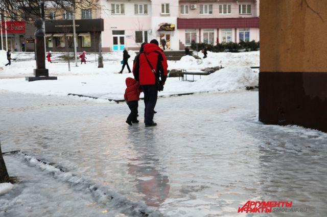 ГИБДД предупредило калининградцев о похолодании и гололедице на дорогах.