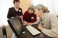 Каждый сам выбирает, как проводить время на пенсии: кто-то с удовольствием посидит на лавочке возле дома или отправится на дачу, а кто-то откроет для себя что-то новое, к примеру, Интернет.