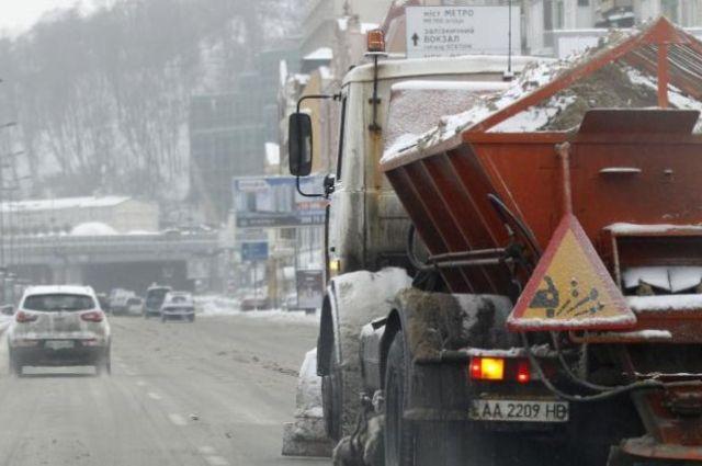 Синоптики предупреждают оснеге игололедице надорогах Украины