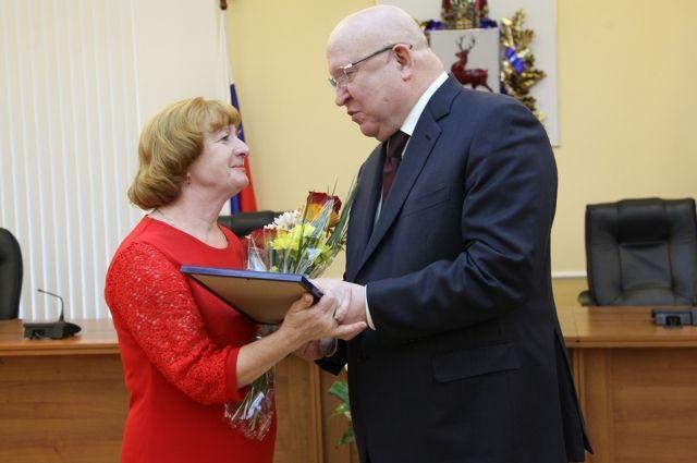 Знаки «Родительская слава» и дипломы многодетных матерей получили 15 нижегородских семей
