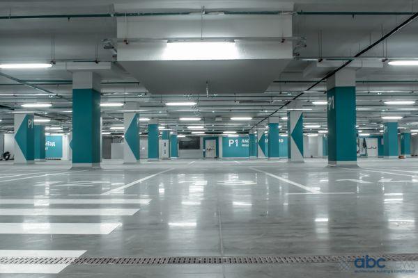 Присутствует автомобильная парковка на 180 мест