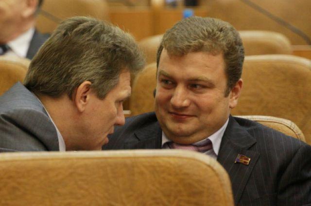Александр Мастинин справа.