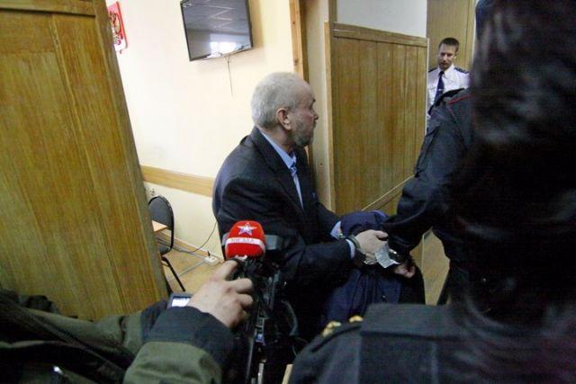 Находясь вОмске, Шишов дал показания поделу Приморского океанариума