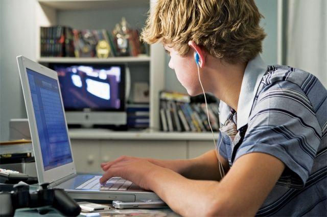Специалисты советуют родителям быть внимательными к интересам подростков в Интернете