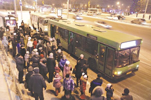 700 тысяч пассажиров в день перевозит общественный транспорт.