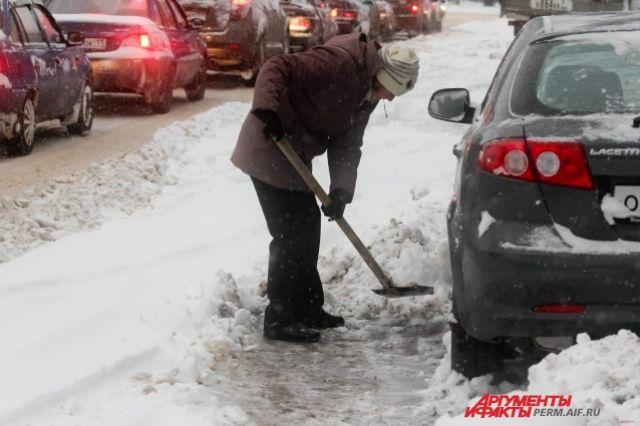 Автомобили оказались в заложниках у снега