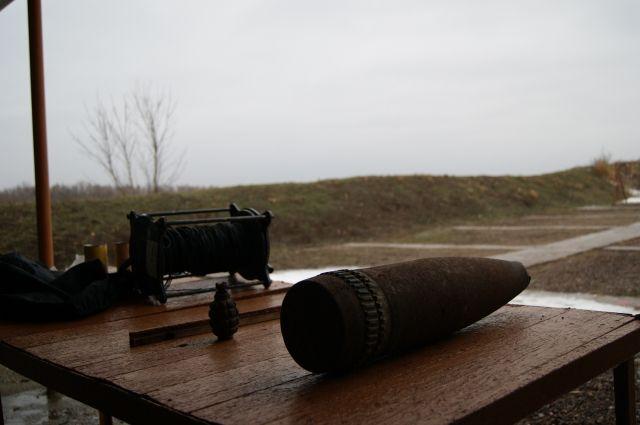 Сотрудники ОМОН управления Росгвардии по Оренбургской области на полигоне уничтожили боеприпасы.