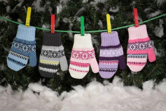 За месяц в детские дома  передали около 50 мотков пряжи, несколько пар варежек и носков, кофточки, безрукавки, шарфы и шапки.
