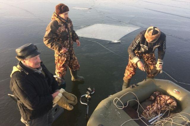 В Кстове трех рыбаков сняли спасатели с дрейфующей льдины