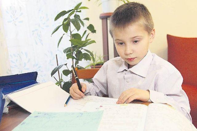 Непривитым детям советуют заниматься дома.