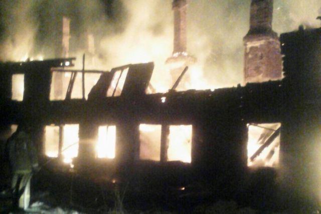 ВВытегре сгорел жилой двухэтажный деревянный дом