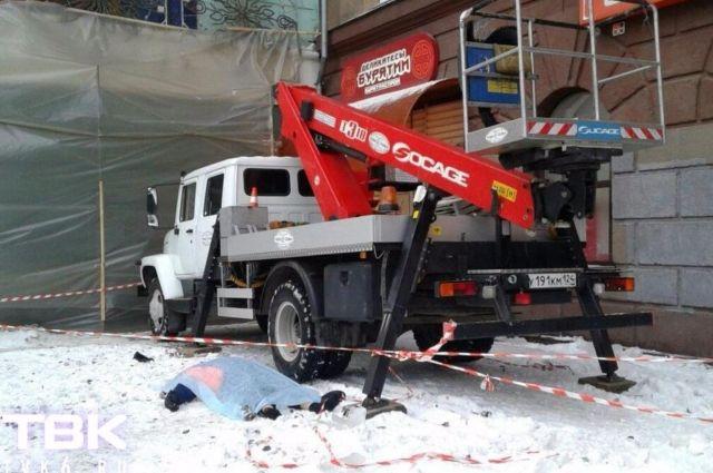 ВКрасноярске упавшая скрыши сосулька убила мужчину