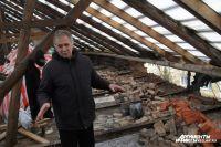 Этот дом, по словам жильцов, после войны был сильно разрушен, в 90-е его отреставрировали.