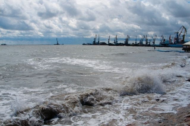 Крымские cотрудники экстренных служб ведут поиски пропавших вАзовском море троих рыбаков