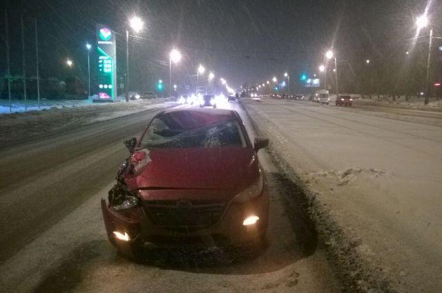 Наперекрестке Лесопарковой иХудякова вЧелябинске столкнулись несколько авто