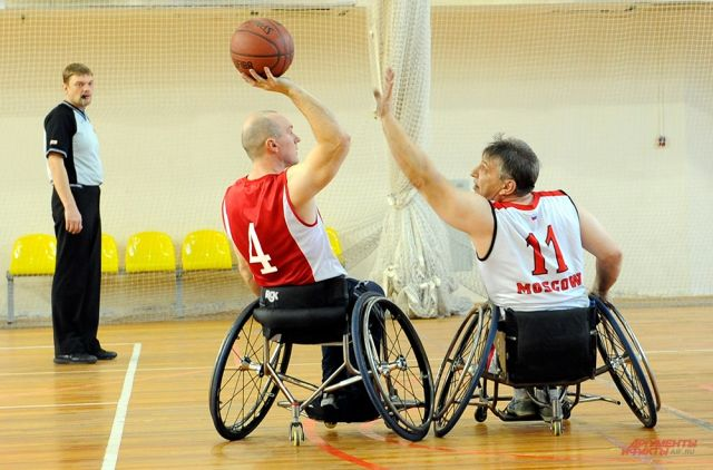 Участники посоревнуются в командных видах спорта.