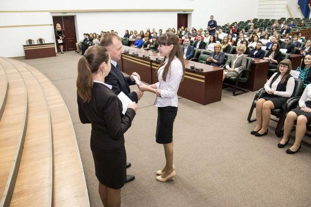 В Кузбассе молодые специалисты получили «подъемные».