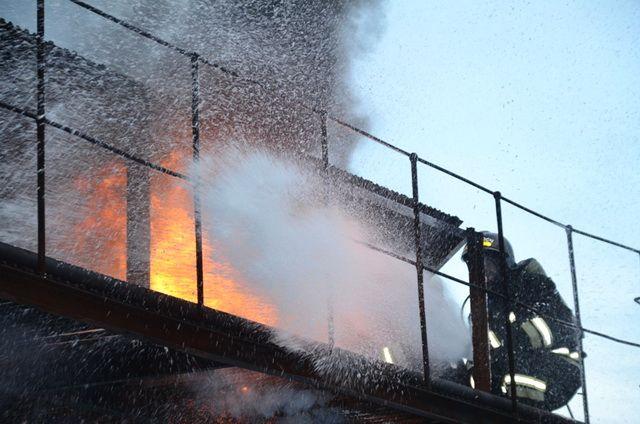 Огонь распространился на площади 15 кв. метров.