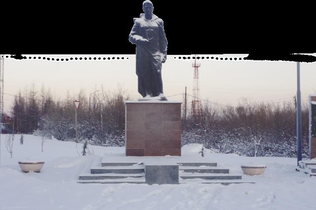 Установленный в 2010 году памятник был заброшен и буквально разваливался на глазах.
