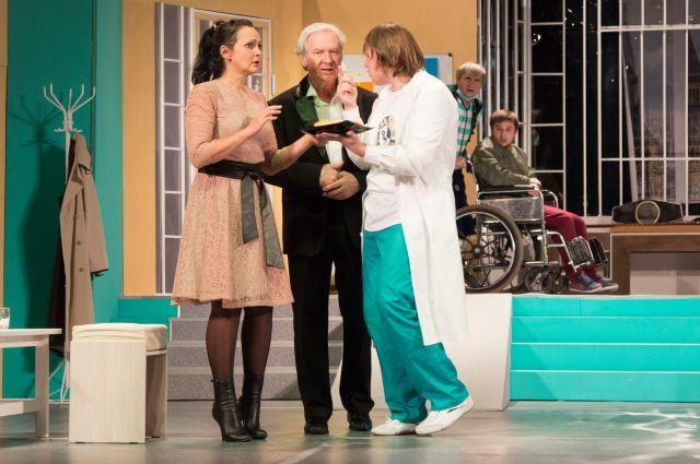 Спектакль «Клиника» - предновогодняя премьера Кемеровского областного театра драмы.