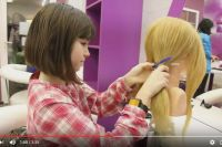 Девочки с удовольствием будут работать в салоне красоты.