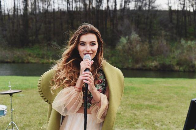 Регина Тодоренко сыграла современную Золушку всвоем новом клипе