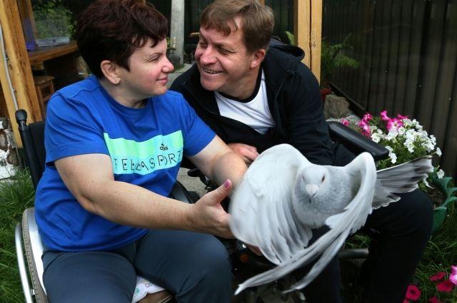 Татьяна и Андрей Зевакины уже 16 лет вместе. Построенная главой семьи голубятня радует весь район.
