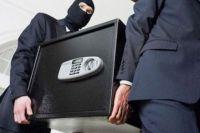 Преступники вынесли сейф из магазина