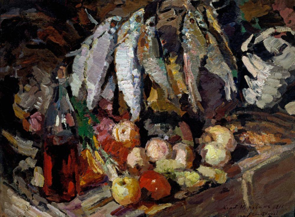 «Рыбы, вино и фрукты» (1916) — один из так называемых ночных натюрмортов Коровина. Художника привлекла экзотическая красота искусственного освещения, усиливающая декоративное звучание цветов.