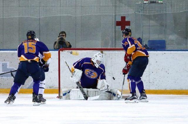 Матч завершился со счетом 2:4 в пользу команды из Санкт-Петербурга.