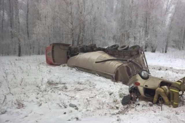 Жуткое ДТП вСвердловской области. умер шофёр