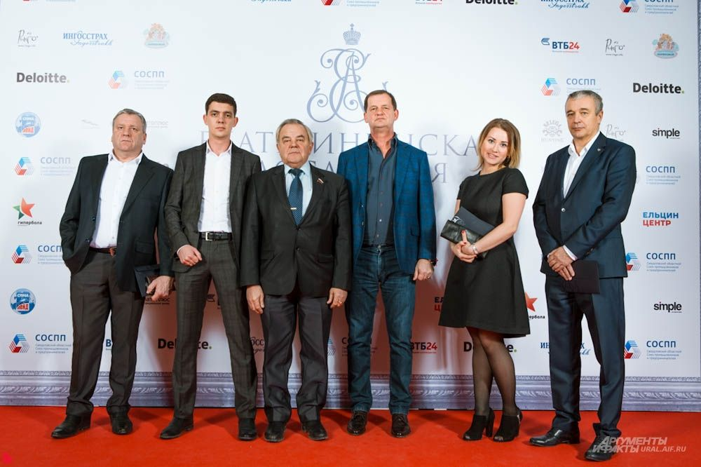 """Основатель компании """"Сима-Лэнд"""" Андрей Симановский (третий справа) и его команда заместителей"""