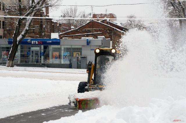 165 снегоуборочных машин вышли надороги Ростова