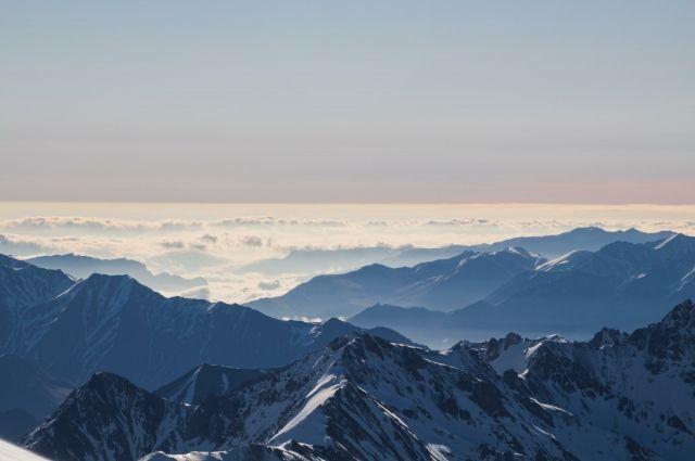 НаЭльбрусе группа лыжников заблудилась вгустом снегопаде— срочно начата поисково-спасательная операция