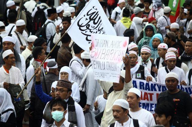 Обвиняемый вбогохульстве губернатор Джакарты предстанет перед судом