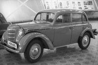 Автомобиль «Москвич-400» (выпуск 1946-1954годы)— продукция Московского завода малолитражных автомобилей (ныне Автомобильный завод имени Ленинского комсомола), экспонат музея АЗЛК.